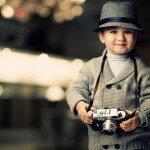 Schattige jongen met camera